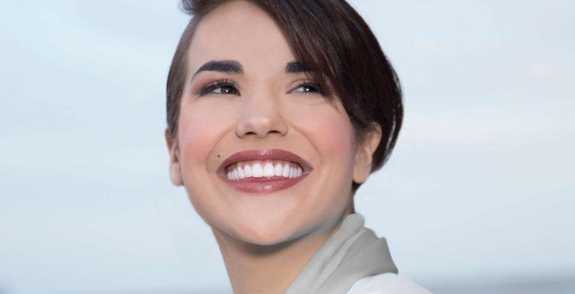 Sonrisas brillantes con carillas dentales